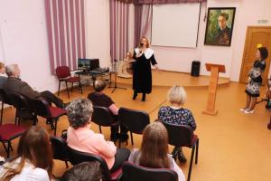 Л.А. Карпушкина выступает на вечере по случаю Дня поэзии